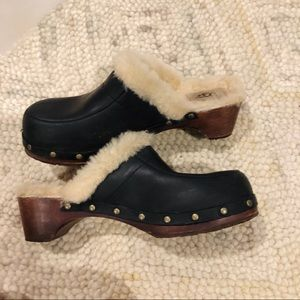 UGG Kalie Black Leather Sheepskin Clogs Size 8